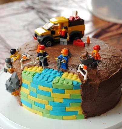 Leanne Bakes Lego Cake