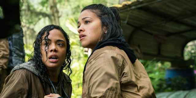 Tess-Thompson-and-Gina-Rodriguez-in-Annihilation